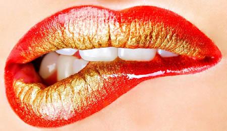 Почему трескаются губы и что делать