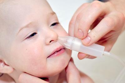 Промывание носа отваром ромашки и физраствором