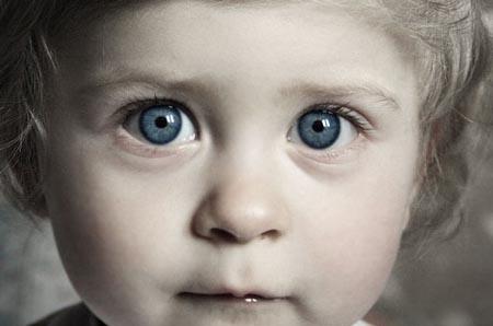 У ребенка дергается глаз