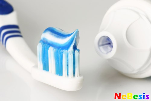 Чистка зубов в домашних условиях