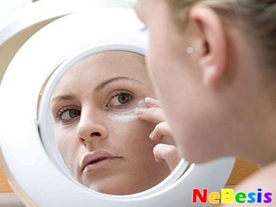 Причины и лечение синяков под глазами