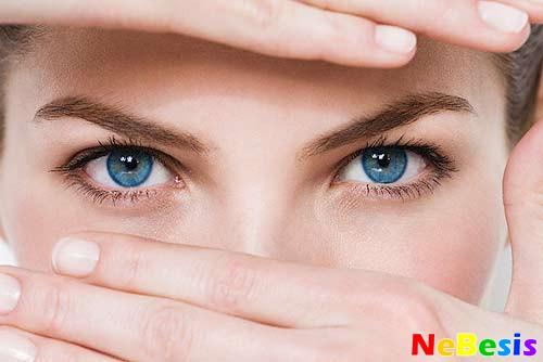 Двоится в глазах — причины и лечение